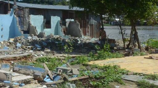 El traslado de familias desnuda miseria en barrios